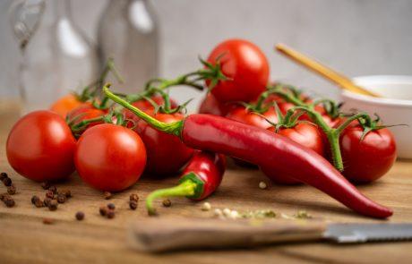 tomatoes, knife, towel